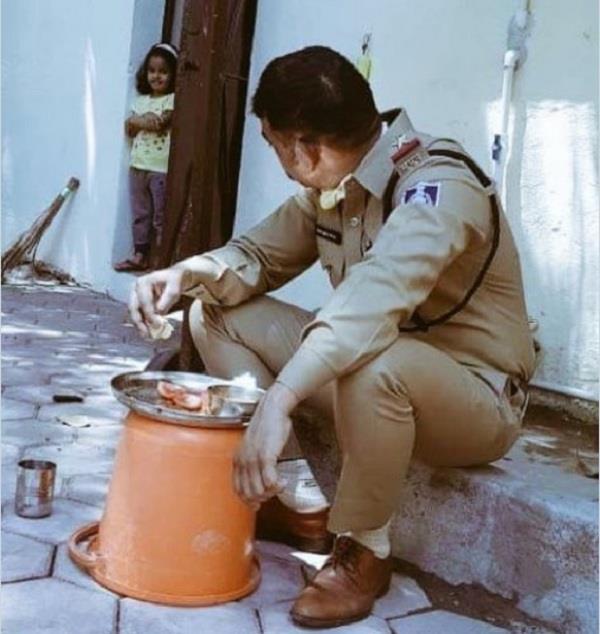 corona policeman who returned home from duty ate like this