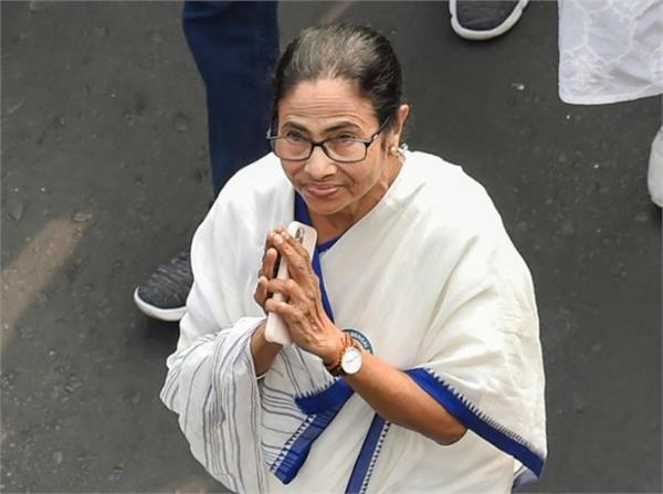 mamata banerjee donated 10 lakhs to pm state relief fund