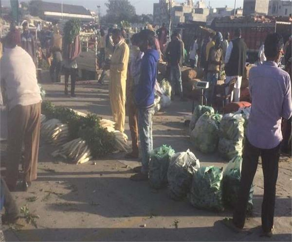 crowd of people gathered again in jalandhar s maqsudan mandi