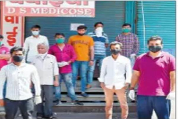 customer quarrels with medical store operator on the issue
