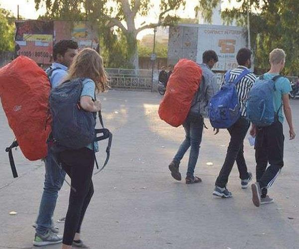 8 foreign tourists leave for delhi