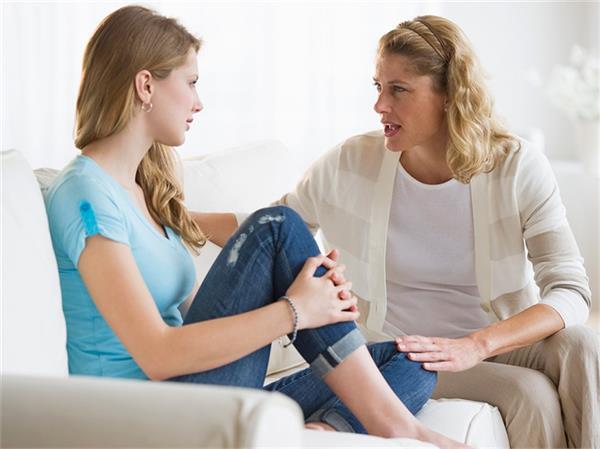 हर मां को सिखानी चाहिए टीनएज बेटी को ये बातें