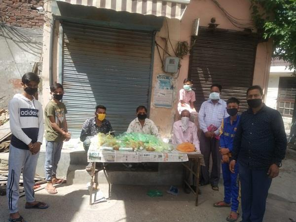 youth of ramnagar brought food to 1000 needy