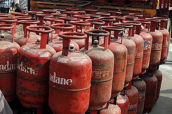 ujjwala scheme gas cylinders of beneficiaries will be refilled free
