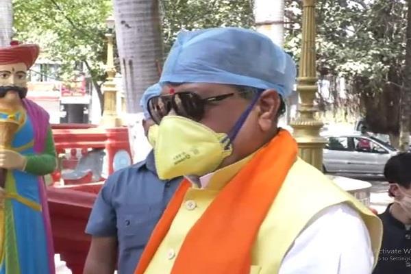 kailash vijayvargiya criticized for not lighting lamps on pm modi s appeal