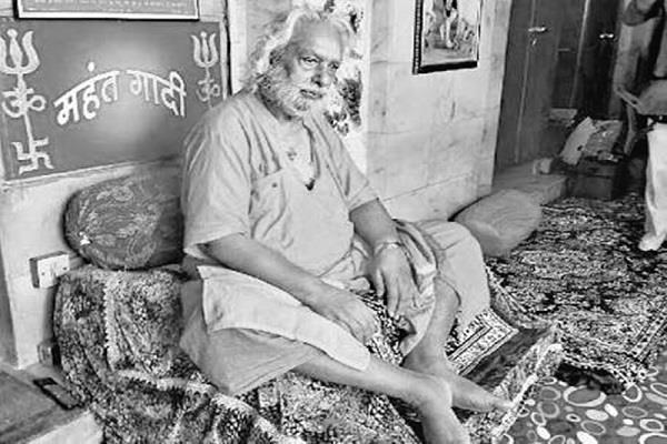 mahant prakashpuri died ujjain s mahavirwani akhara ascend mahakal