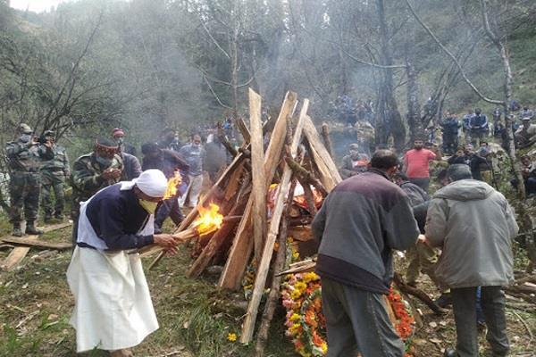 बंजार के जवान का सैन्य सम्मान के साथ अंतिम संस्कार