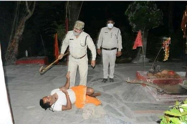 police brutally beat priest of maa kali temple located padmadhar colony rewa