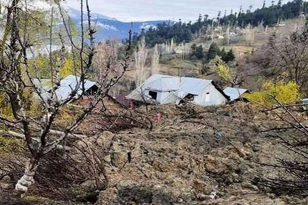 6 houses hit by landslide in north kashmir demolished