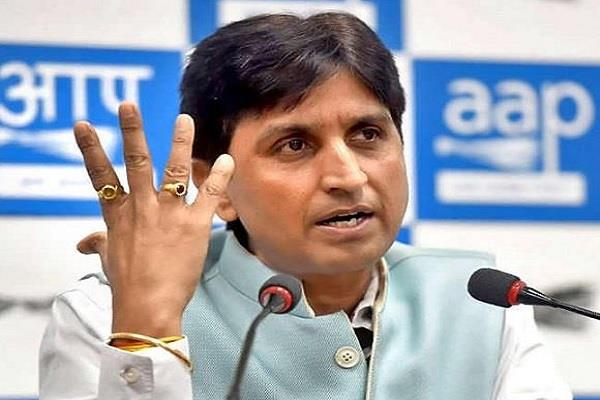 kumar vishwas furious at the bursting of firecrackers said