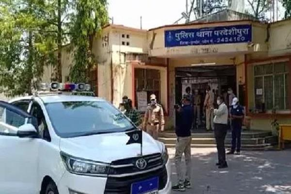 crash cause death policeman during duty indore instruct health checkup staff