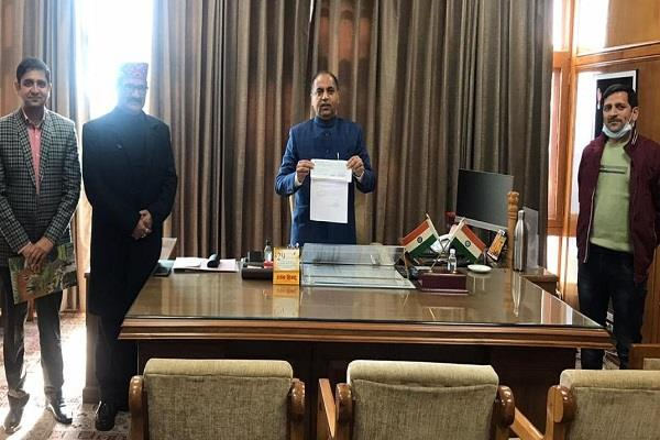 transport minister presented check of one crore to fight corona
