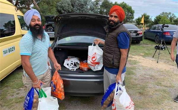 a sikh community group is delivering free meals to corona people