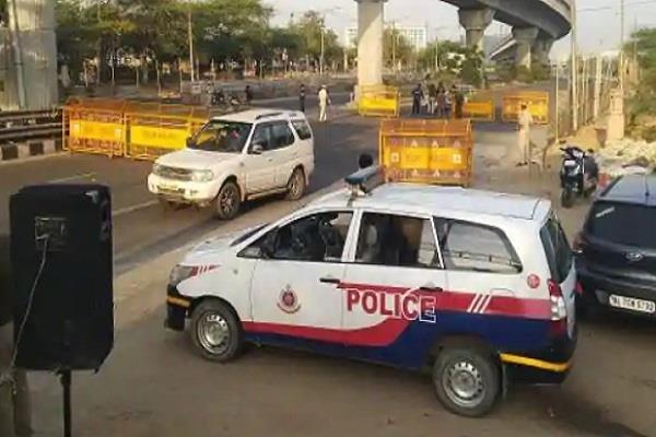lockdown delhi corona virus police hotel