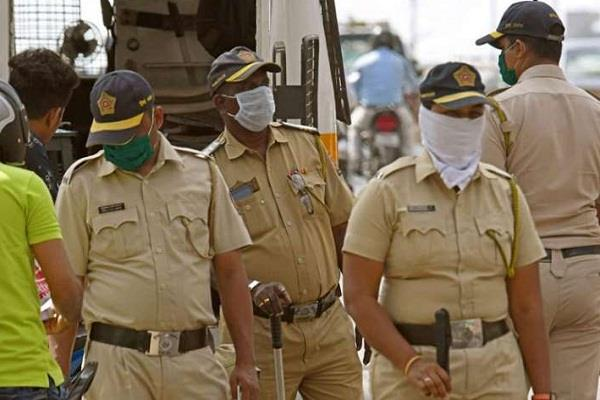 delhi police officers and soldiers will not be able to go home stay in hotels