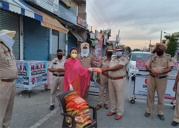 public should cooperate with police standing at risk for people nimisha mehta