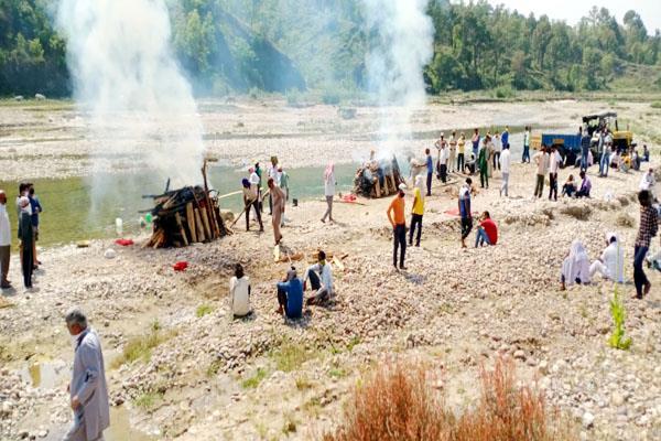 बिलासपुर में एक साथ जली आत्महत्या करने वाले पति-पत्नी की चिता