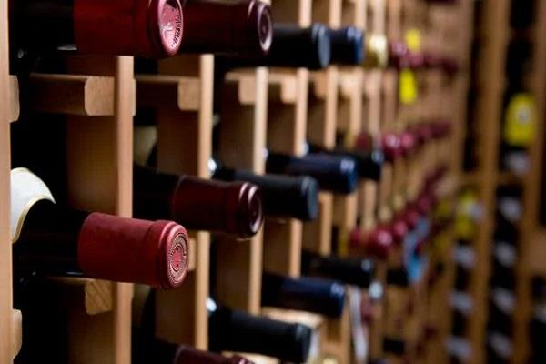 a person was standing in line for a bottle of wine lost his life