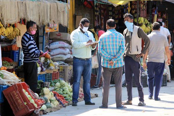 कांगड़ा में 340 किलो दालें, 230 किलो चीनी व 405 किलो फल-सब्जियां जब्त