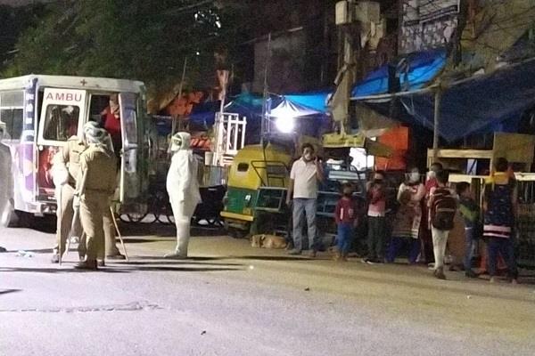 200 people corona suspect in noida slum health department team on the spot
