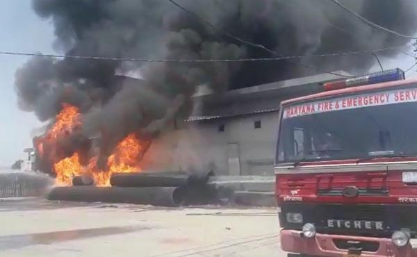 fierce fire in hdpe pipe outside vegetable market gate