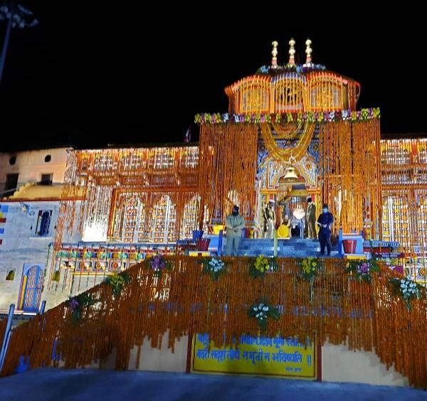 lord badrinath s doors opened first worship in the name of pm modi