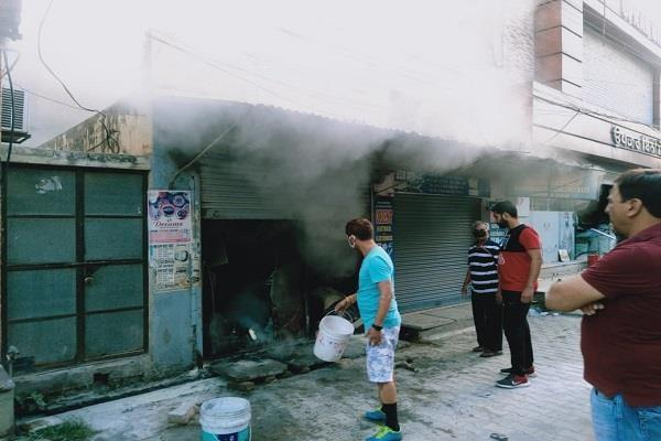 clothing store caught fire in main market of tanda udmud