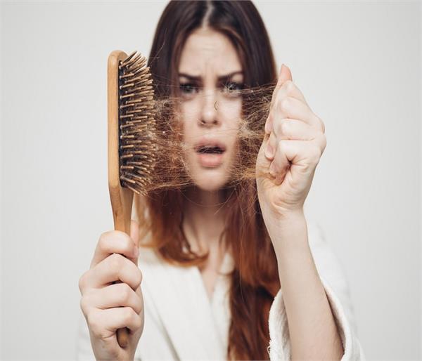 हफ्ते में 3 बार फॉलो करें ये घरेलू नुस्खे, बालों का झड़ना होगा दूर