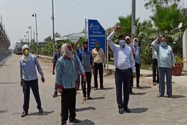 tourism workers protest demands withdrawal of removed personnel