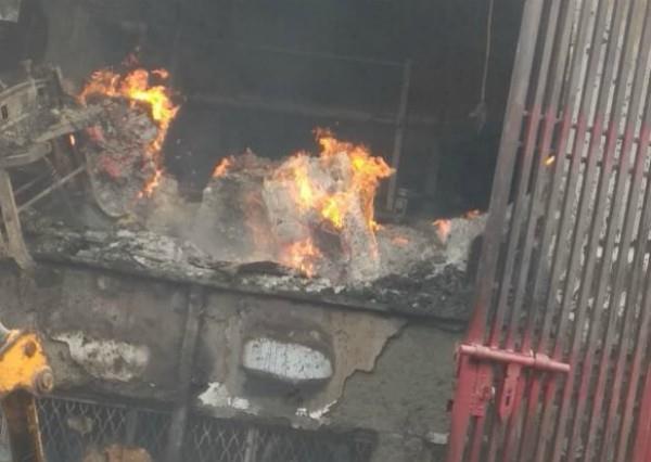 delhi fire in cardboard factory in bawana