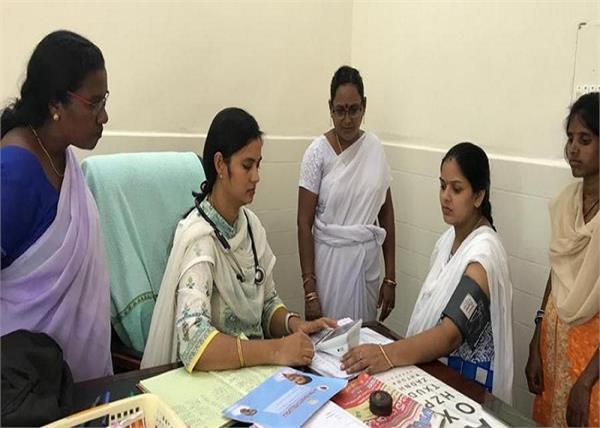 आठ महीने की प्रेग्नेंट डॉक्टर 30 किमी का फासला तय कर पहुंचती है हॉस्पिटल!