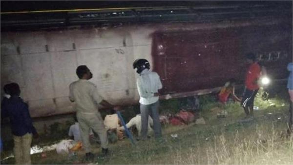 bus going to west bengal overturned due to migrant workers