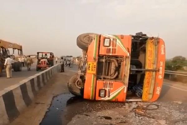 up workers again succumbed to road accident 15 injured in hamirpur