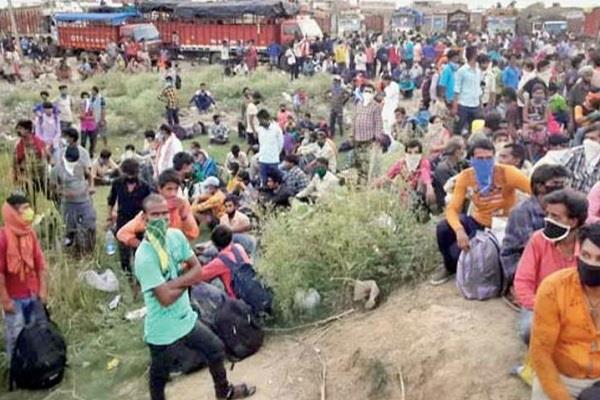 up closed the border thousands of laborers broke through barricades