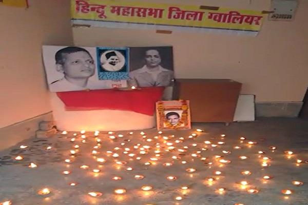 hindu mahasabha celebrates nathuram godse s birthday in gwalior