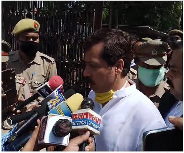 dhananjay singh said on the arrest minister girish yadav lodged a fake case