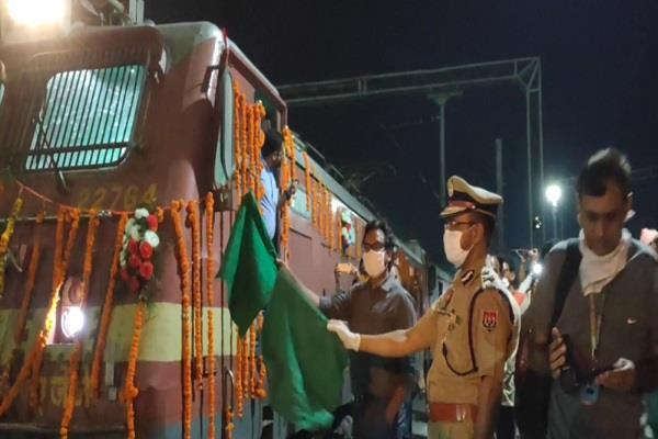 100th train for migrant laborers from ludhiana
