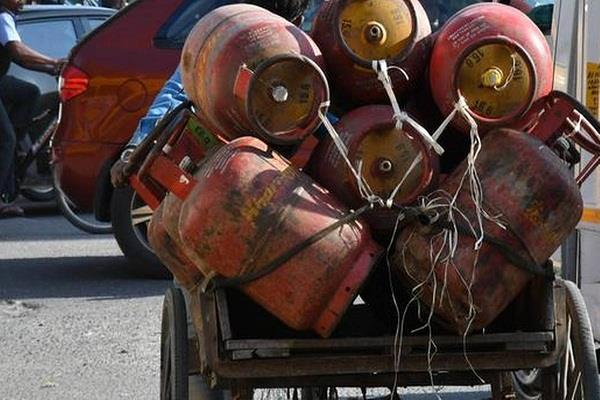 ujjwala scheme 6 8 crore lpg cylinders given free in april may