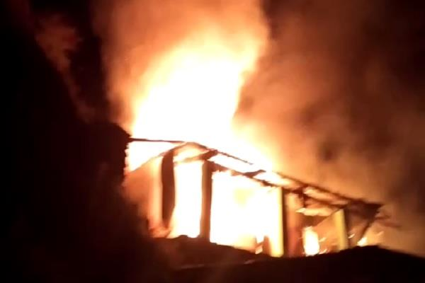 two houses destroyed due to fire in chamba