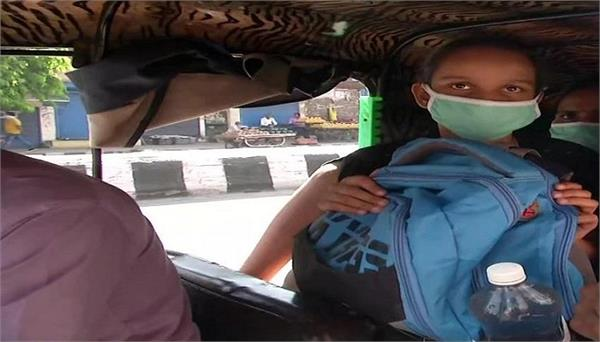 after 1 passenger is allowed to travel in an rickshaw delhi people face trouble