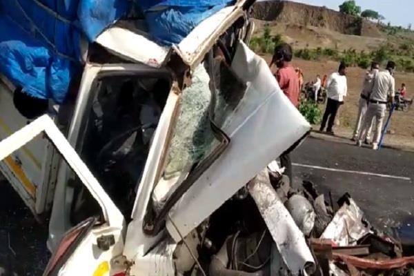 horrific road accident in sagar 3 killed 15 injured