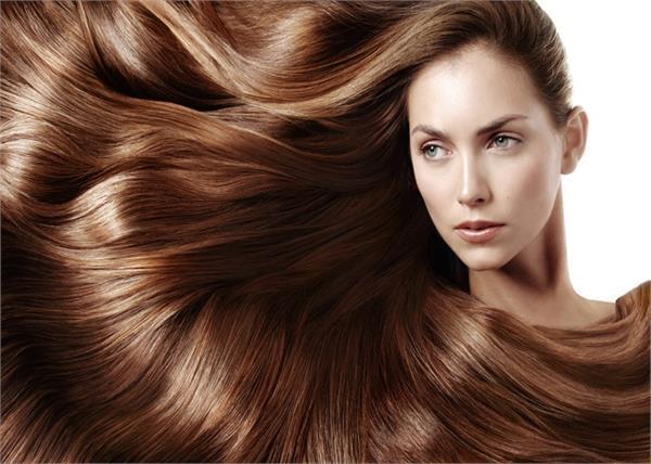 Hair Care Tips: प्याज का तेल बनाएगा बालों को लंबा और घना