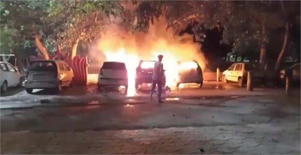 sudden fire in 3 steep cars