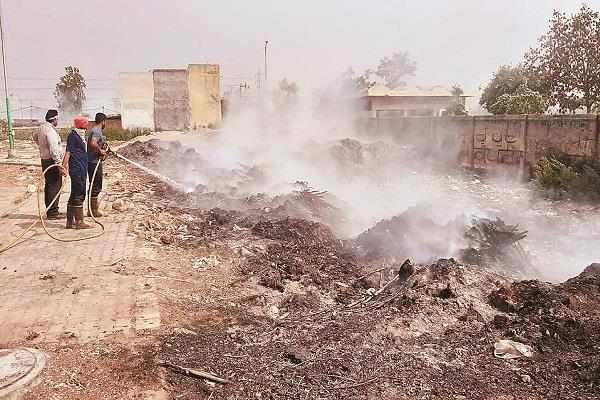 waste to fire in garbage in maksudan new vegetable market