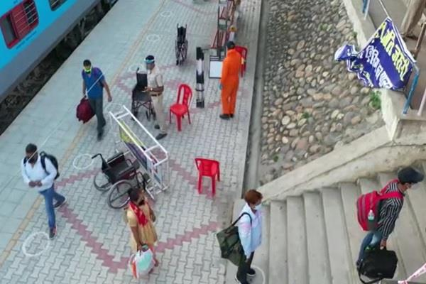 seventh special train arrives at una railway station