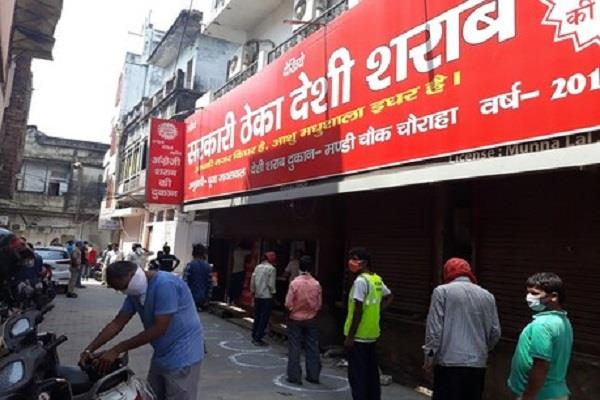 lucknow waiting for people amidst lockdown ends liquor shops open at 10 am