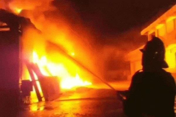 huge fire paint shop gwalior 3 families trap rooms above shop 7 dead