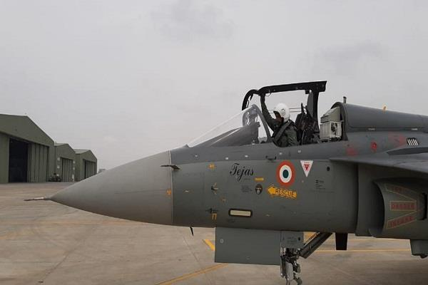 air force chief rks bhadauria landing the lca tejas aircraft