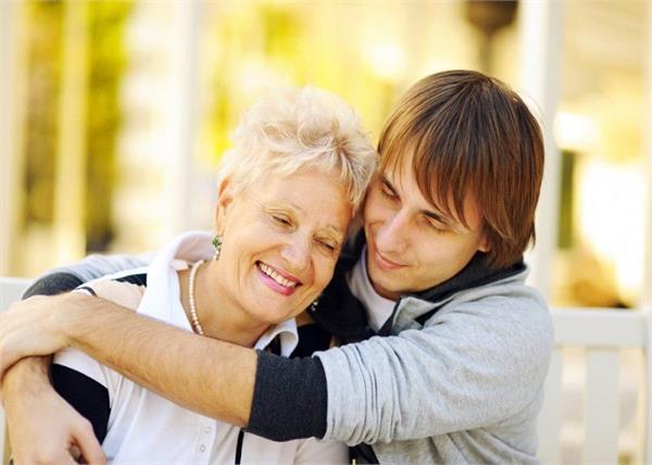 मां-बेटे के रिश्ते को मजबूत बनाएंगी ये खास बातें