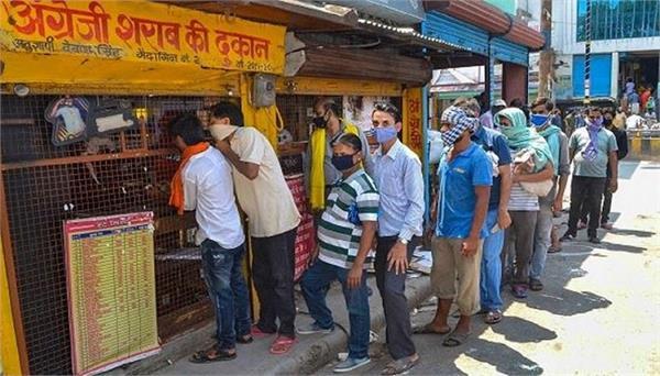 kejriwal govt s reply in hc on liquor